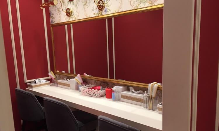 銀座カラー新宿東口店のパウダールーム。美肌潤美化粧水も試せる♪